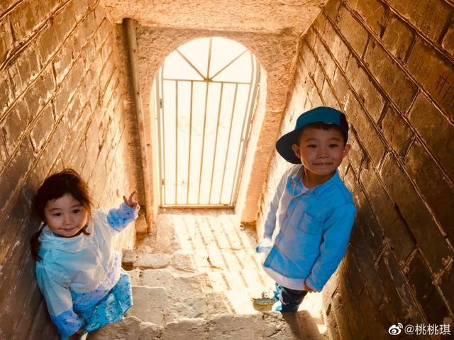 《武林外傳》的燕小六攜家人旅游,沒想到妻子這么漂亮