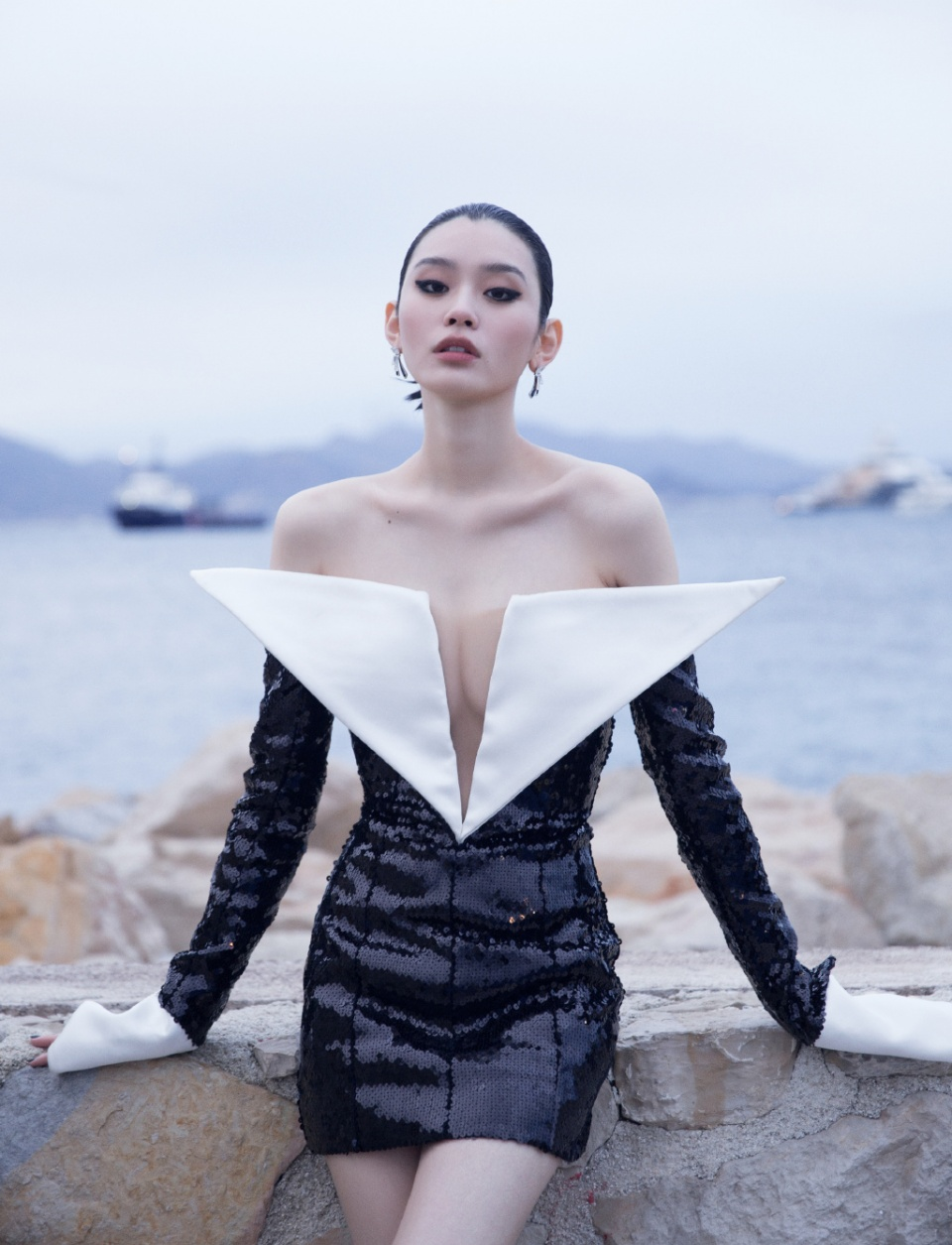 """比起奚梦瑶""""两片式""""深V,真空穿西装的超模Anja才是真洋气"""