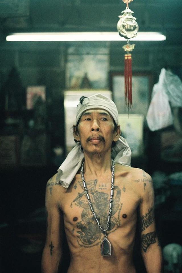 他到香港特意拍摄风趣的人和景,表现稀奇又性感的香港