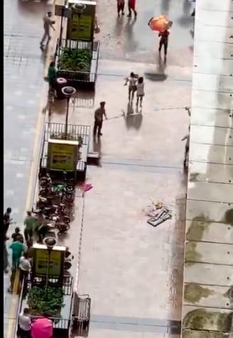 深圳20层高楼掉窗户砸中6岁童命垂危,同一小区两月两起坠窗