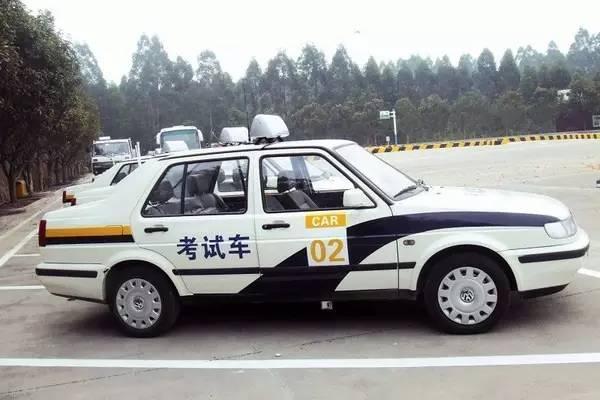 """你是属于哪一类的""""驾照困难户""""?网友:侧方停车跟做贼一样"""