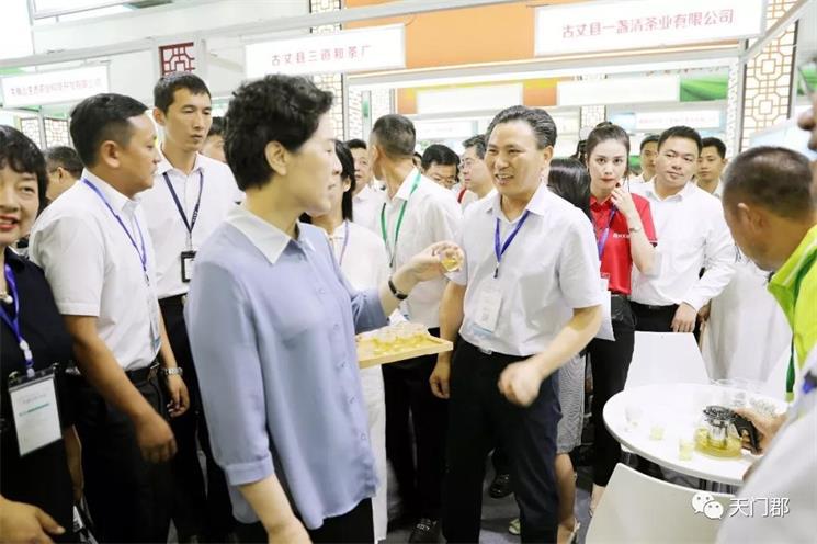 2019张家界莓茶走进深圳推介会现场签约近亿元