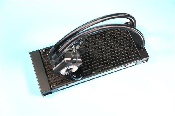 玩家风暴船长240 PRO水冷散热器开箱:水冷液可视化