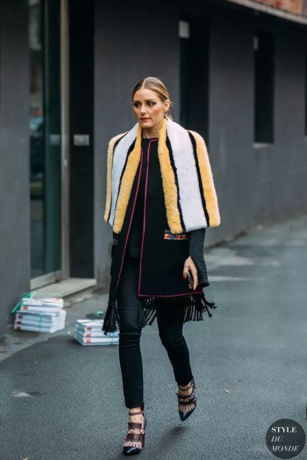 用柔软的围巾打成十分可爱的蝴蝶结