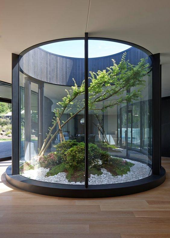 350㎡别墅天井现浇成花园,还是玻璃的