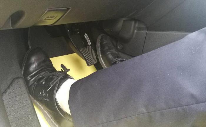 """为何司机会""""笨""""到把油门当成刹车踩?听懂车人一说,总算理解了"""