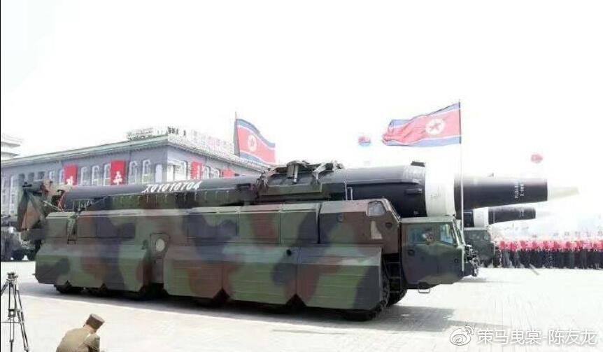 朝鲜最新改进的火星13导弹采用MAZ547发射车,并更换一级发动机
