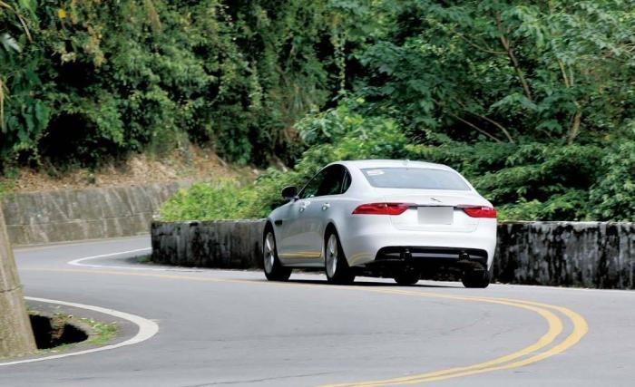 从D挡换到S挡用踩刹车吗?维修师傅:车主若做错,变速箱很受伤