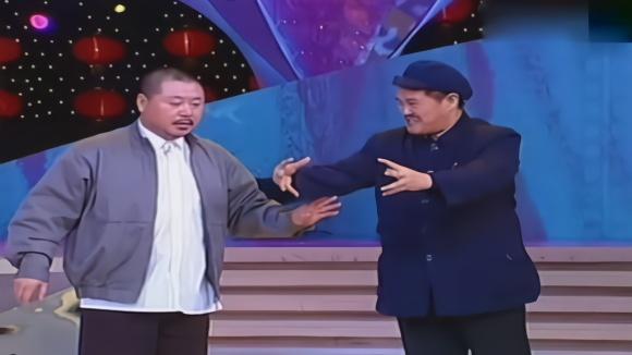 赵本山不上春晚原因_赵本山,范伟春晚小品,经典又有趣,专治各种不笑!