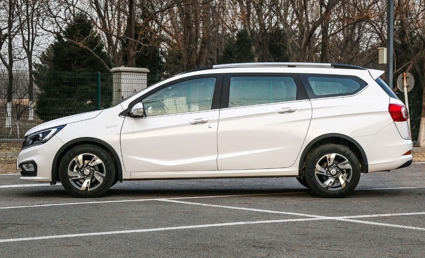 国产车再现价格屠夫,4米6旅行车颜值不俗,能拉半吨货仅4万起