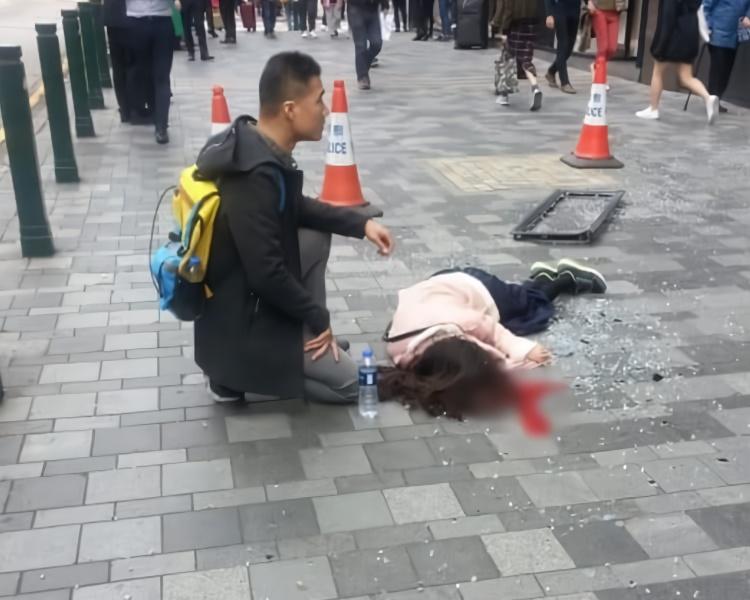 内地女子赴香港购物 被酒店玻璃窗砸中不治身亡