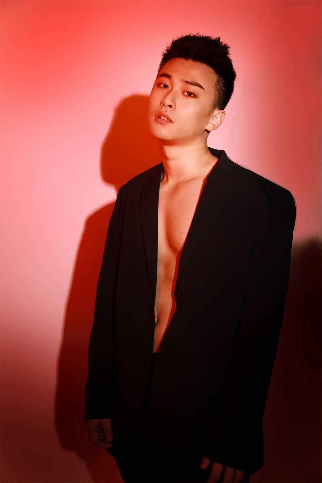 我们模仿韩国衣服男团穿性感,眼睛.太辣性感了结果图片熊猫人剧照唐嫣图片