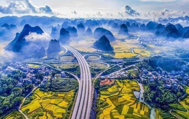 """中国高速公路 被外媒评为""""中国高速仙境第一路""""!来到才知道这里比仙境还仙!"""