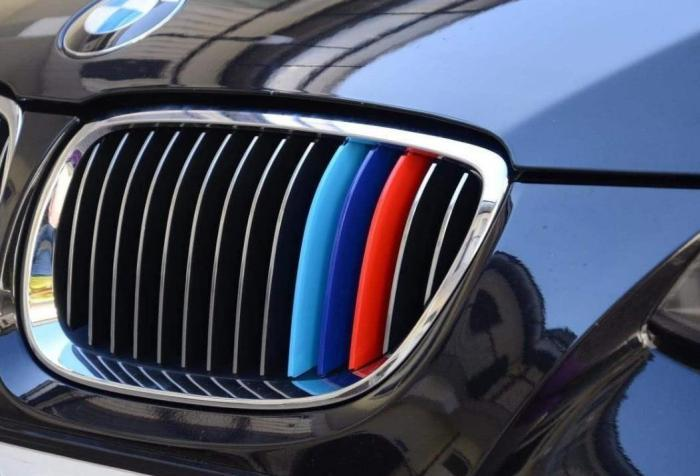 很多车都贴有的三色带是什么意思?看着高端不假,贴错反而会丢脸