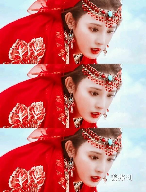 《东宫》彭小苒个性红配绿穿搭现身机场,时尚造型引入侧目
