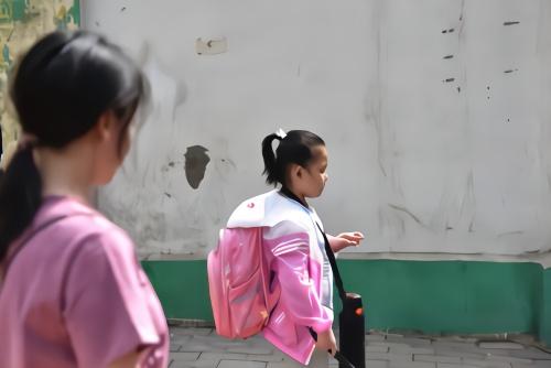 妈妈让11岁盲女儿独自上学 背后的原因让人落泪