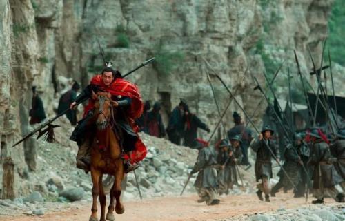 吕布从未斩杀大将,为何是三国第一猛将?由于一项记。录无人能破