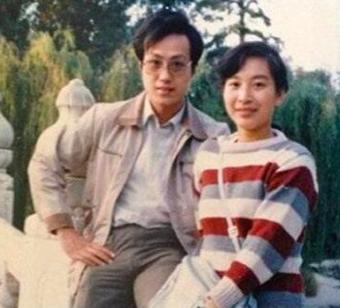 央视主持人罗京去世10年,儿子长大,妻子已改嫁
