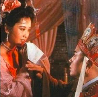 66岁女儿国国王朱琳结婚多年无子,身材优雅丝毫不像老年人