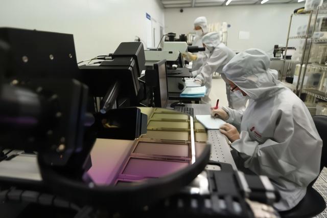 韩系半导体厂商陷困局:生产线一半停工