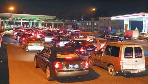 送油卡,优惠,洗车,为什么银行宁愿贴钱,也要我们安装ETC?