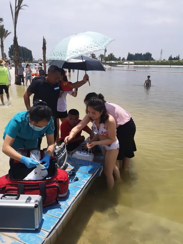 6岁男童溺水昏倒 途经两护士站水中急救半小时