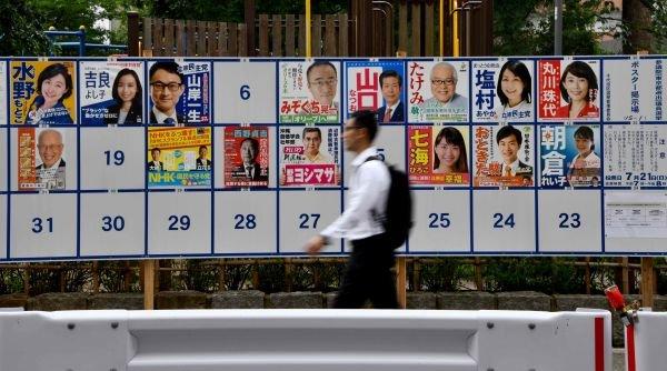 """""""审判""""安倍六年半执政成果 日本参议院选举今日举行"""