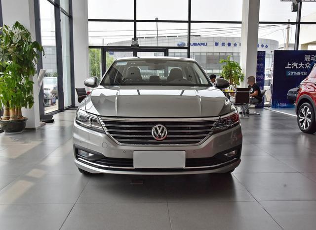 """6月轿车销量第一的A级车,单月卖出33817辆,号称小号""""帕萨特"""""""