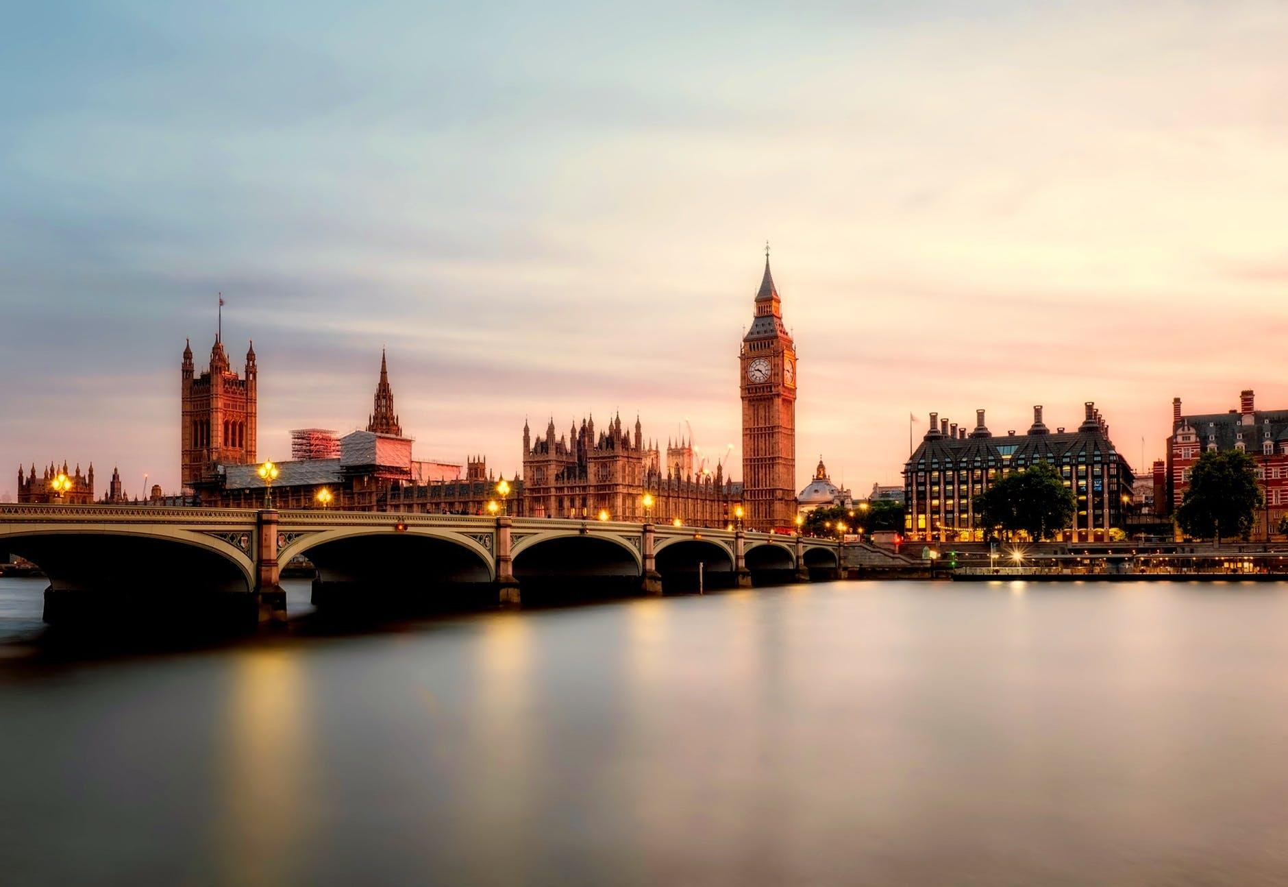 热浪席卷欧洲,伦敦装一台空调一万七,空调在
