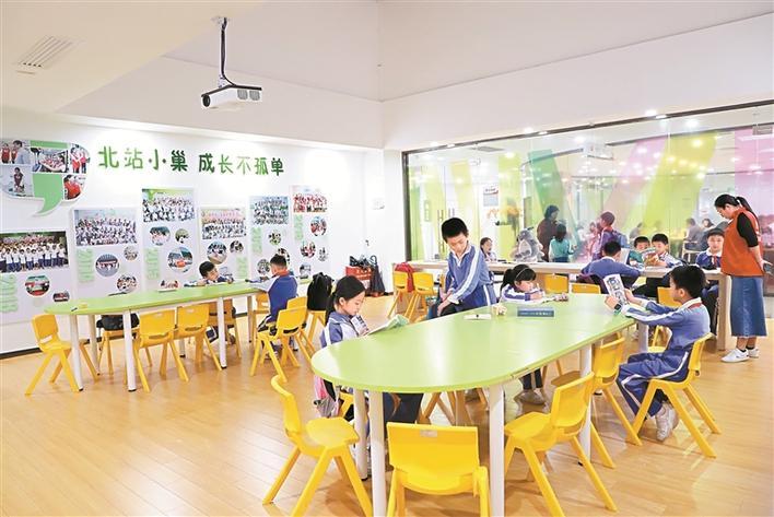 """北站社区党群服务中心:""""一窗通办""""为社区居民提供一站式服务"""