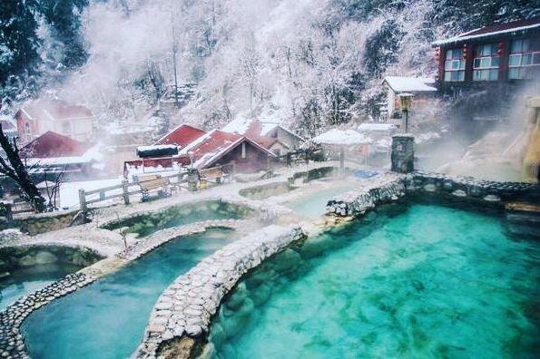 古尔沟 理县古尔沟温泉 是目前四川省内唯一集浴用,饮用,疗用于一体
