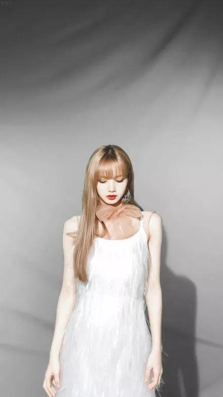 剪了短发之后的lisa,像极了《这个杀手不太冷》里面的萝莉~果然好看图片