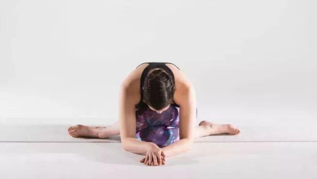 20个阴瑜伽开髋体式,给子宫洗个澡,让你重现少女肌!图片