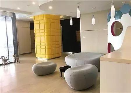 购物中心休息区如何设计,才能有效延长顾客的停留时间?图片