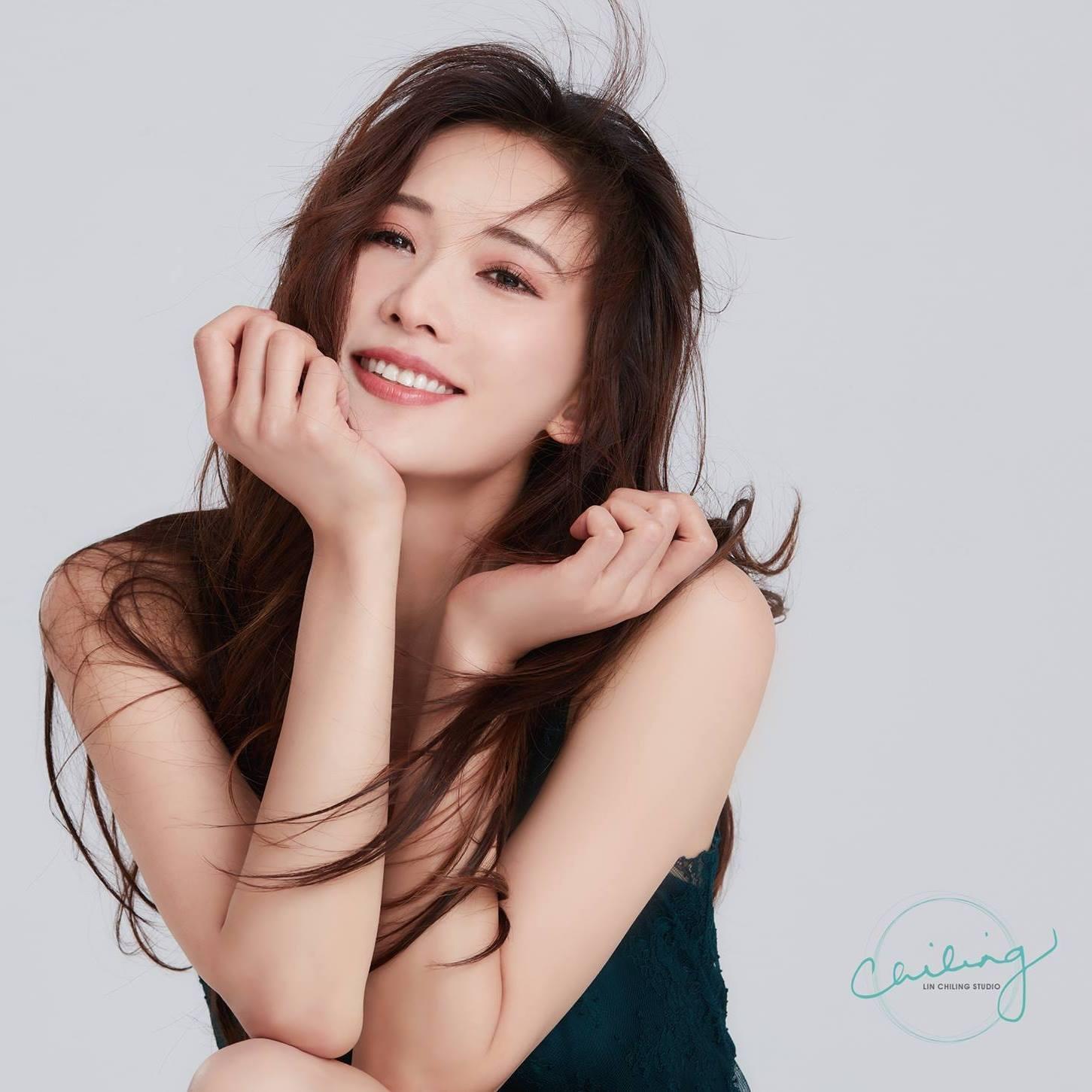 林志玲赤脚敬业热舞却遭质疑:第一名模也要为网络歌手伴舞?