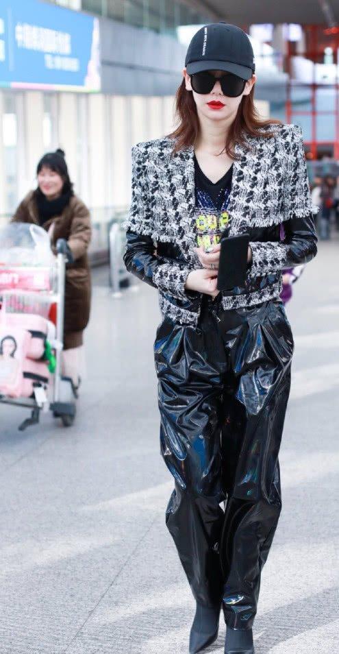 黑洞垫肩的皮裤被戚薇穿出气场!搭配性感小香王智a黑洞剧照时尚夏洛特图片