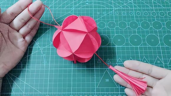 新年折纸花球步骤图解