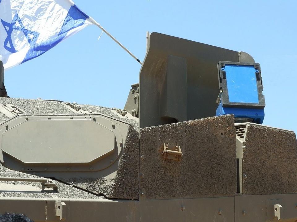 """美军坦克装备""""铁布衫"""" 48枚导弹都毁不了它"""