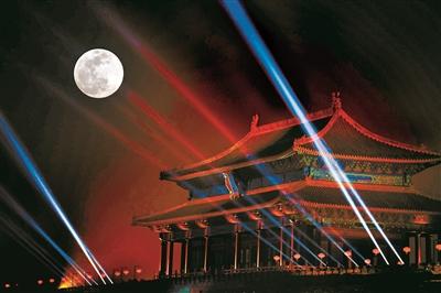 北京元宵灯会遇上超级月亮 故宫上元之夜灯璀璨