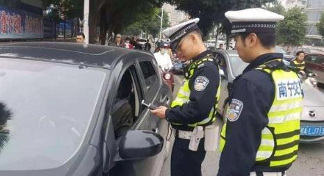 开车忘记带驾驶证怎么办 没带驾驶证算无证驾驶吗