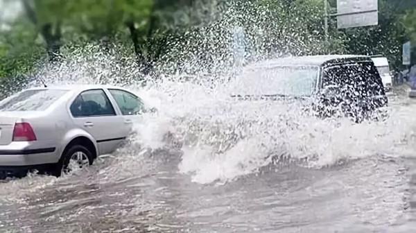 下雨天老司机都不情愿开车,只因麻烦事太众?你是不是如许的?