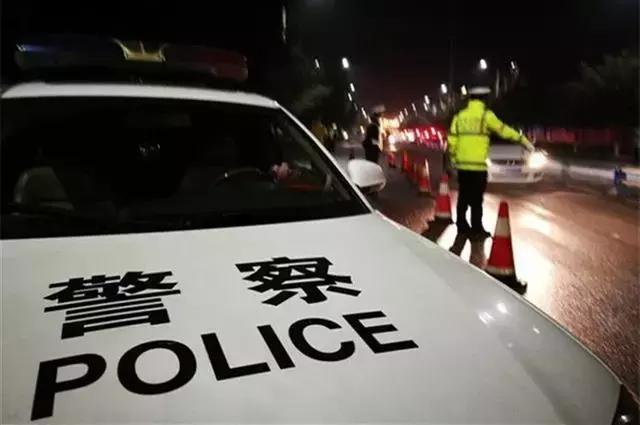 吃个面包也被查出酒驾,交警和车主都懵了