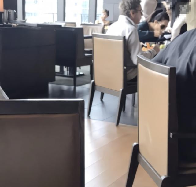 110網友東京酒店偶遇鞏俐夫婦吃早餐,該處一晚住宿1萬5