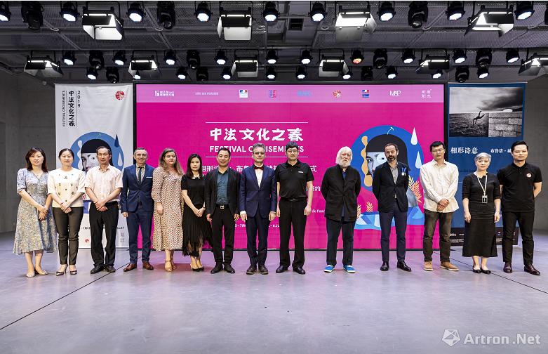布鲁诺·赫基亚中国首展开幕 见证中法两馆签订友好协议