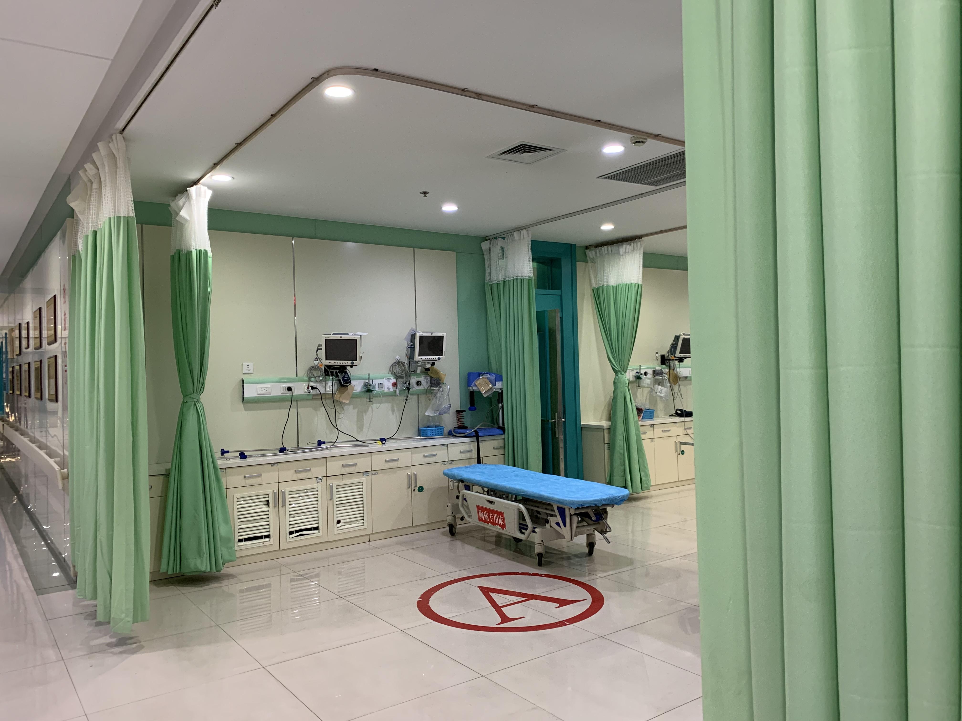 32岁女子在大连艺星医疗美容医院隆胸时心跳骤停去世_,丈夫:她那么漂亮,根本不需要整容!