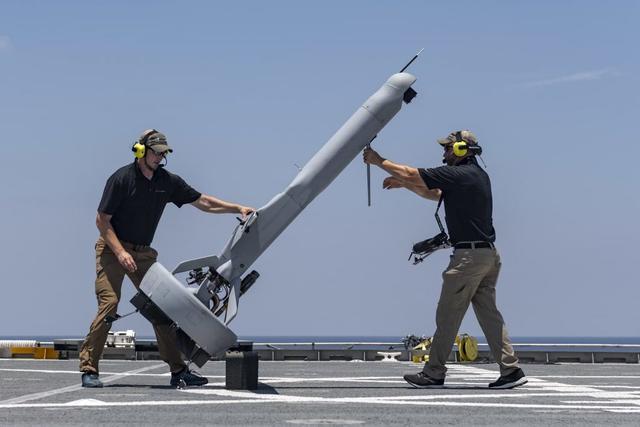 美军垂直起降无人机测试,像带翅