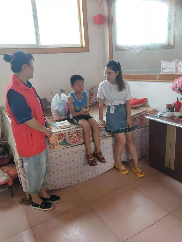7月29日,招远金太阳志愿者走访慰问留守儿童传递爱心!