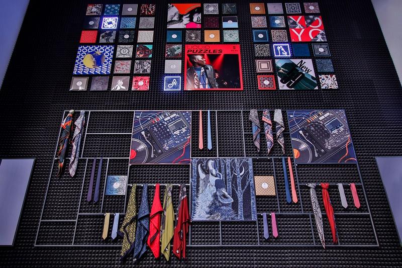 将曼妙巧思幻化为趣味意境的现场陈列,展示了丰富缤纷的丝巾和领带图片