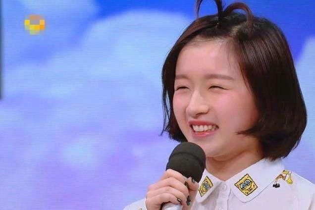 模仿周冬雨,人称 小谢娜 ,何炅拼命捧她,她的背景是啥