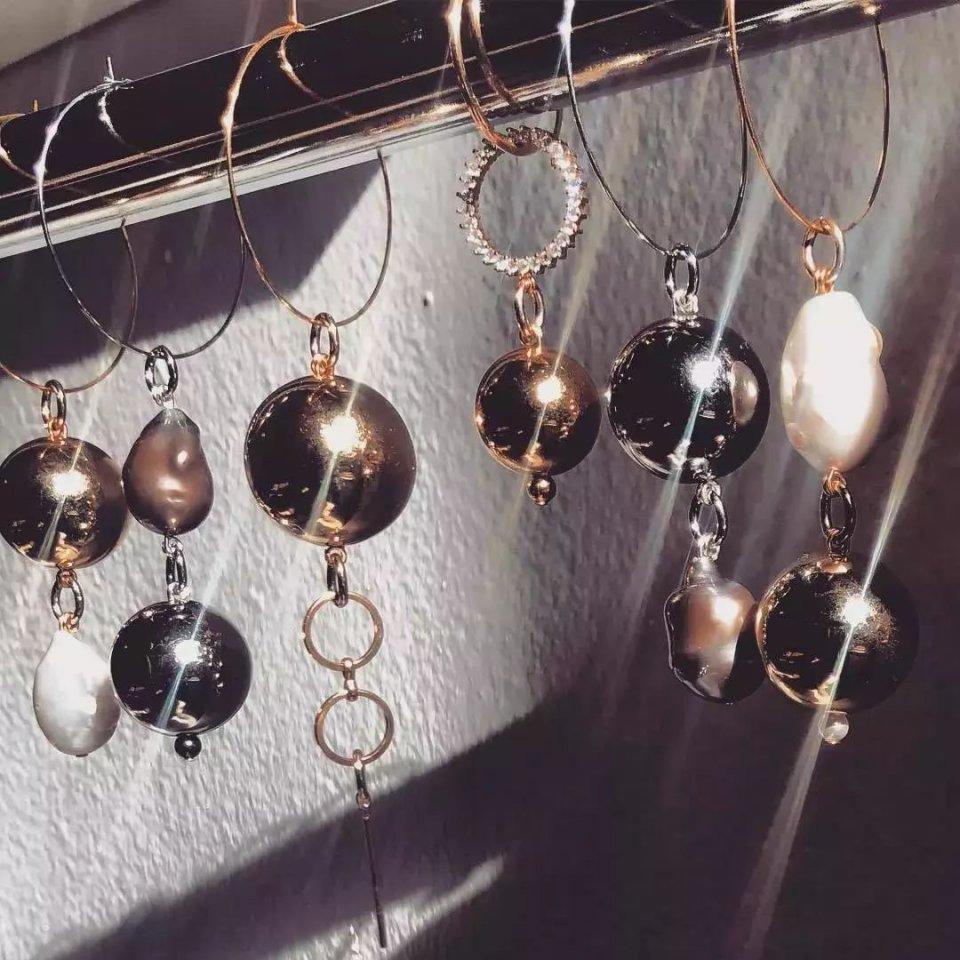 在色彩斑斓的宝石面前_选珍珠永远不会错